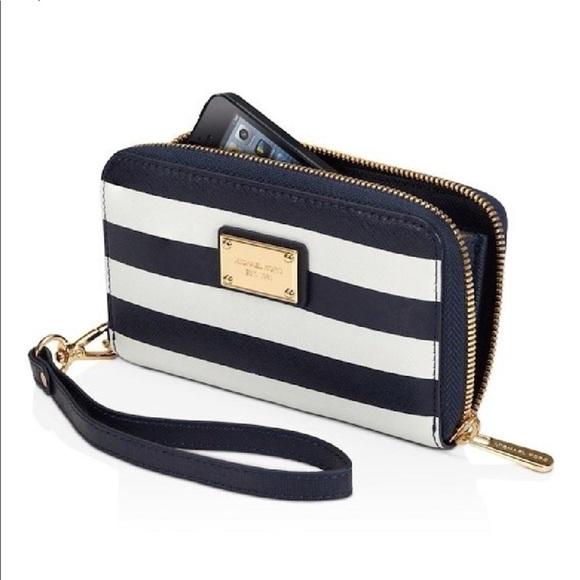 0b34384a63d1 Michael Kors leather wallet navy blue   white. M 5b7dadca5a9d211df81f8d63